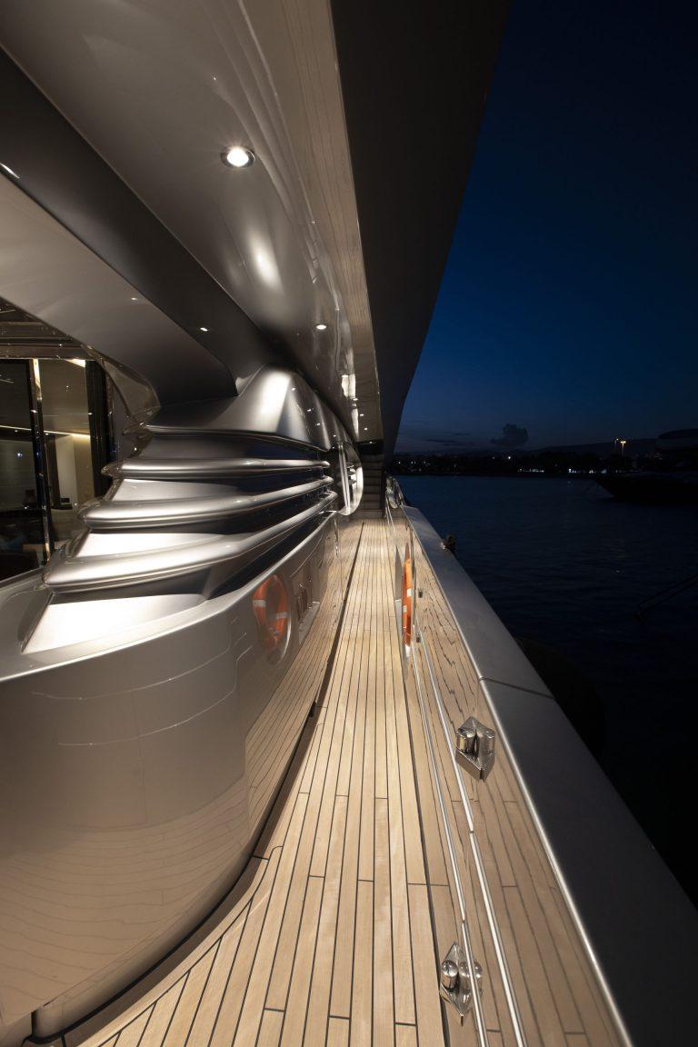Peftasteri Yacht, deck made of Teak Burma